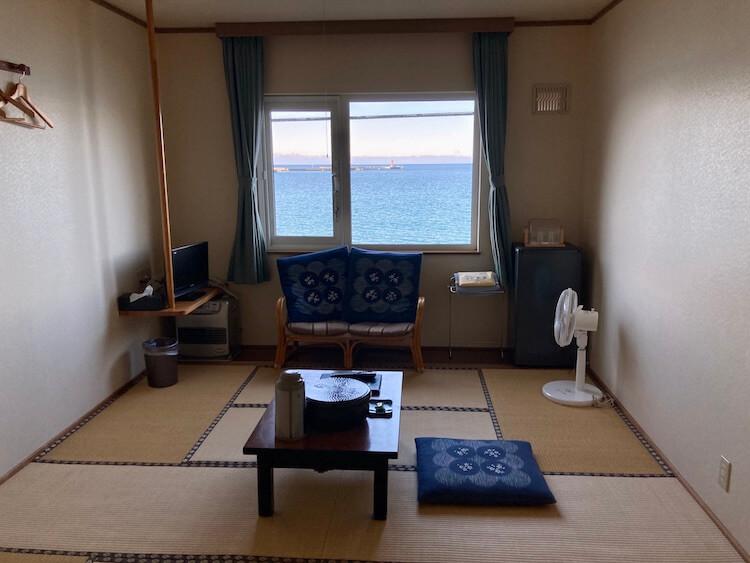 利尻島観光協会もおすすめの温泉と食事が評判の旅館雪国の海が見える部屋