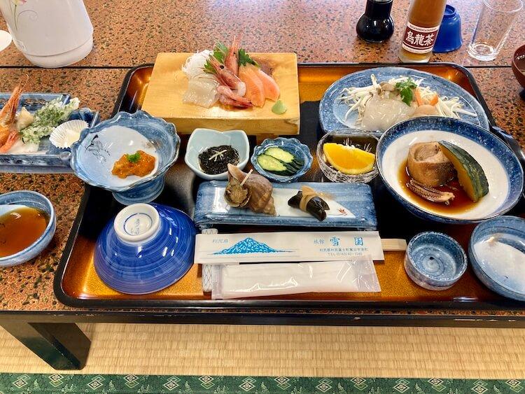利尻島観光協会もおすすめの温泉と食事が評判の旅館雪国の夕食