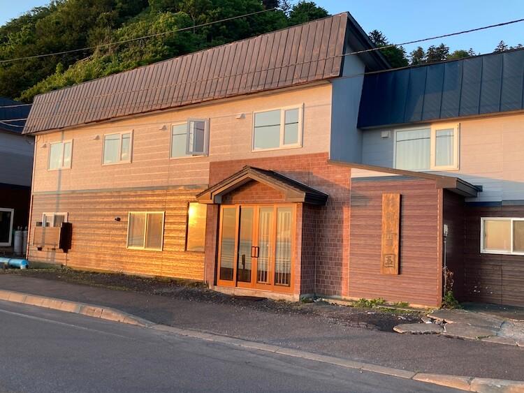 利尻島観光協会もおすすめの温泉と食事が評判の旅館雪国の外観