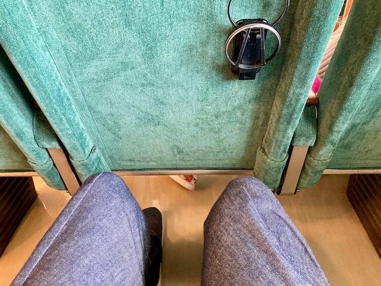いざ利尻島/礼文島へ!ハートランドフェリー初乗船!2等指定席。座席のスペースは新幹線くらい。