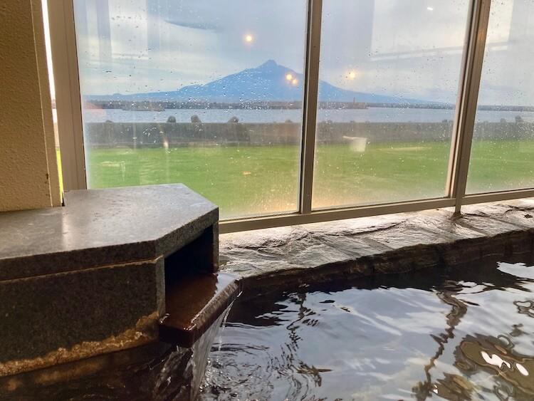湯巡り日本一周Nバン車中泊12湯目 日本最北端の温泉、礼文島温泉うすゆきの湯の内湯からも利尻富士が見える