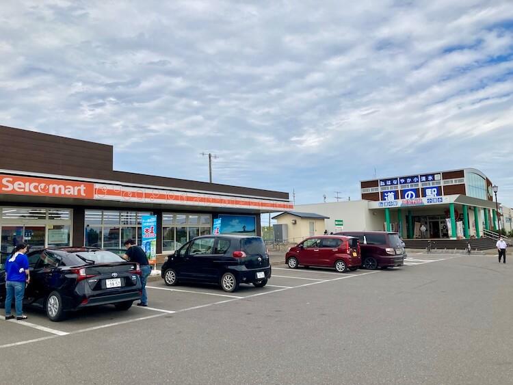 道の駅、はなやか(葉菜野花)小清水はセイコーマートが併設。セイコーマート営業時間は7時〜19時。