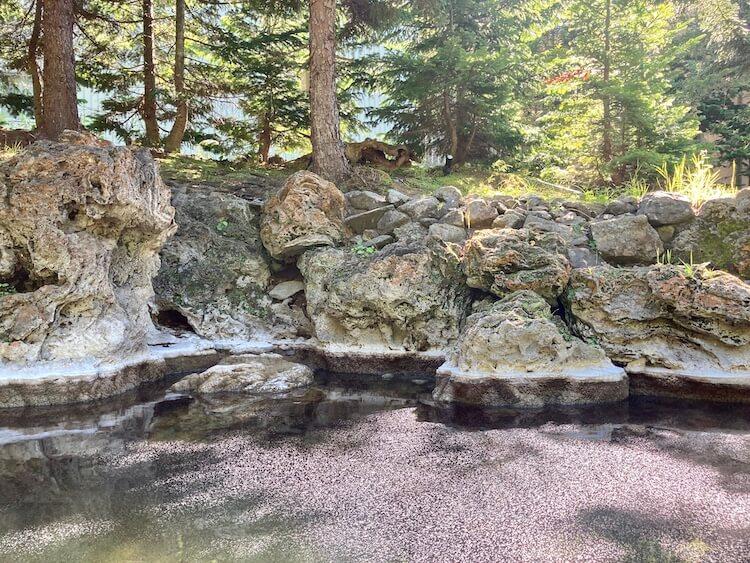 秘境知床の宿 岩尾別温泉 地の涯(ちのはて)の露天風呂 上の湯