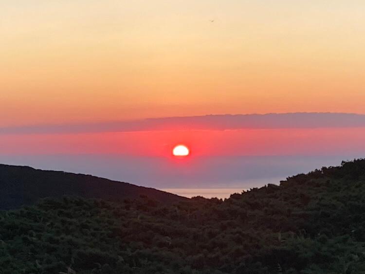 知床岬からオホーツク海に沈む夕日