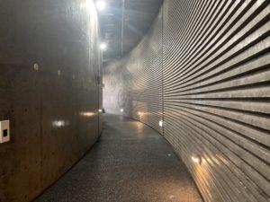 襟裳岬 風の館の廊下は天井が高い!