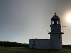 風が強く霧が多い襟裳岬灯台