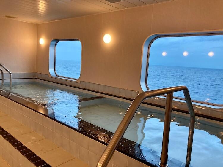 東京有明〜徳島のフェリー東九フェリーの二等洋室の展望浴室