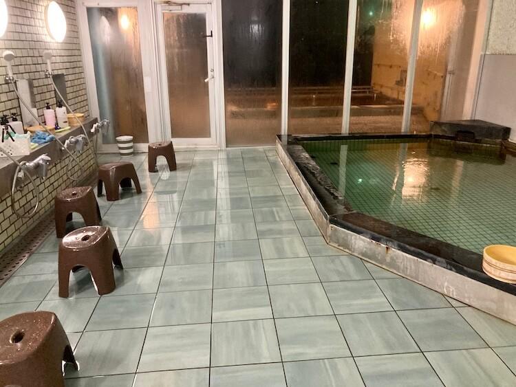 湯巡り日本一周Nバン車中泊29湯目 ホテル白い灯台の日帰り温泉の内湯