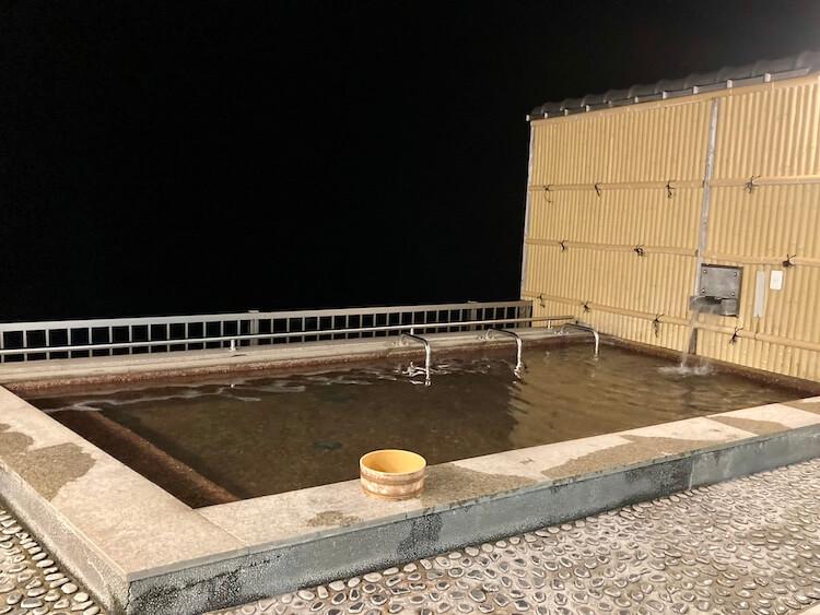 湯巡り日本一周Nバン車中泊29湯目 ホテル白い灯台の日帰り温泉の露天風呂