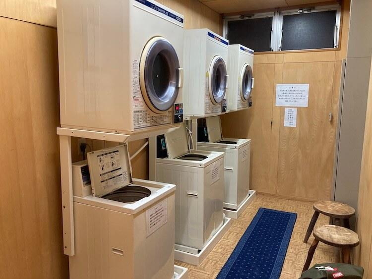 湯巡り日本一周Nバン車中泊30湯目 ホテルなはりの日帰り温泉、浴室にはコインランドリーが併設