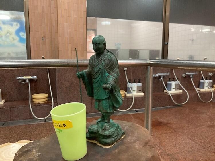 湯巡り日本一周Nバン車中泊31湯目 ホテルなはりの日帰り温泉の内湯の弘法大師像