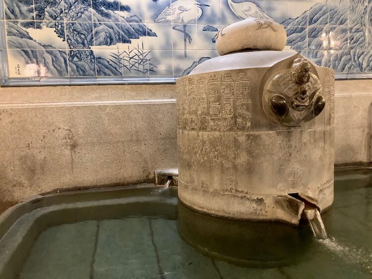 湯巡り日本一周Nバン車中泊33湯目 千と千尋の神隠しのモデルともなったともいわれる道後温泉(日帰り温泉)の浴槽
