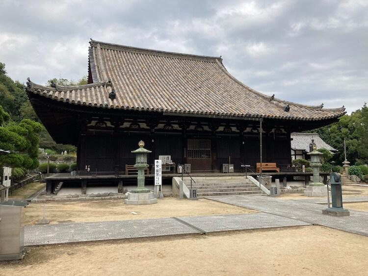 四国お遍路車中泊の旅8日目 52番札所 滝雲山 太山寺(たいさんじ)の国宝に指定されているという本堂