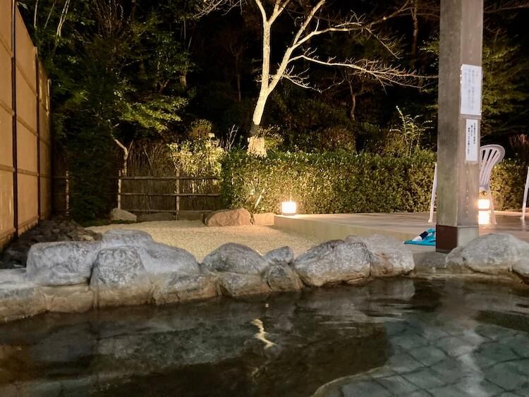 湯巡り日本一周Nバン車中泊34湯目 湯ノ浦温泉 四季の湯 ビア工房の露天風呂