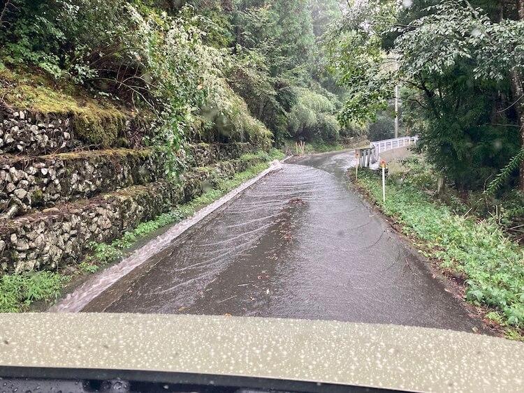 四国お遍路車中泊の旅9日目 60番札所 石鎚山 横峰寺(よこみねじ)への山道の通行料は馬鹿みたいに高いのに駐車場へ続くルートは細くてせまい