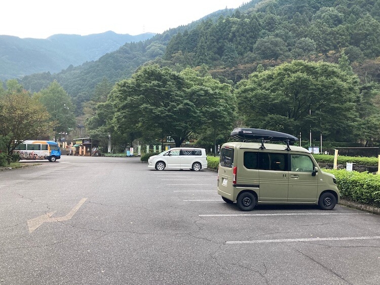 新居浜市、道の駅マイントピア別子は山に囲まれた静かな環境、広い駐車場があって車中泊にオススメ