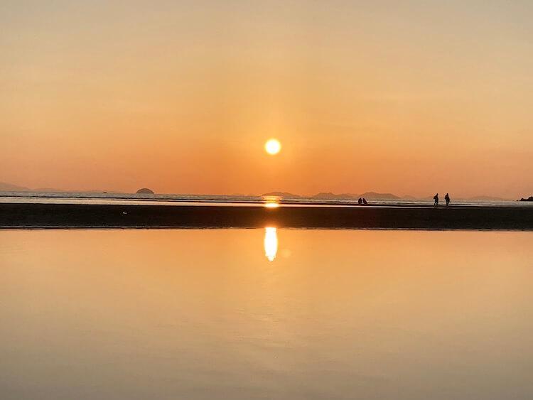 日本のウユニ塩湖、父母が浜はどうやって撮影してもインスタ映えしてしまう夕日