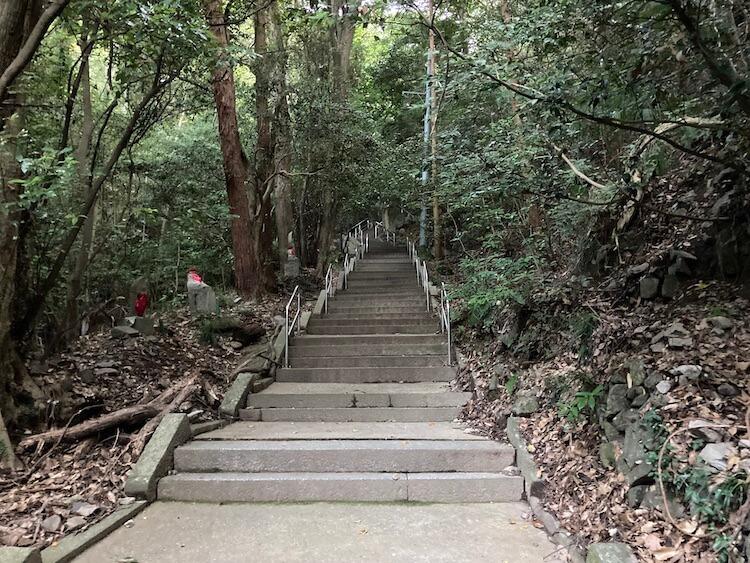 四国お遍路車中泊の旅11日目 71番札所 剣五山 弥谷寺(いやだにじ)の階段