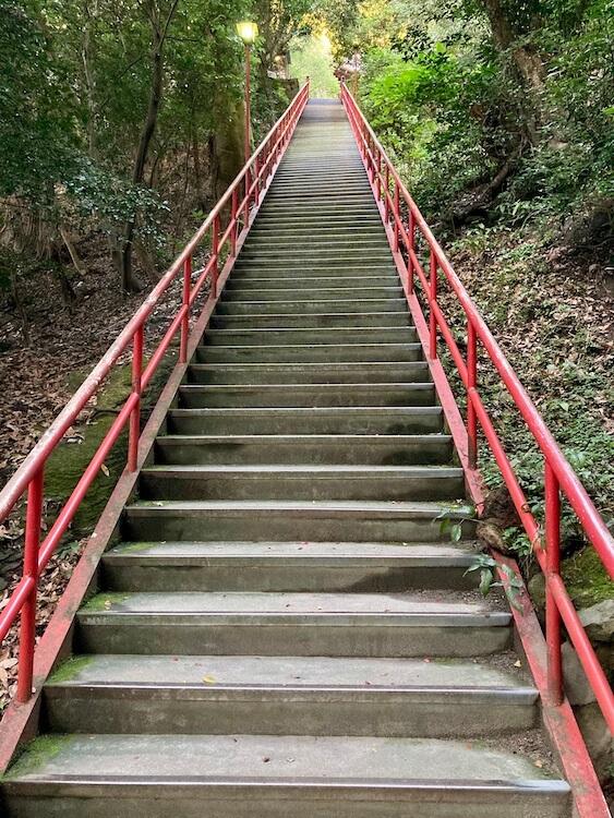 四国お遍路車中泊の旅11日目 71番札所 剣五山 弥谷寺(いやだにじ)の108段の階段