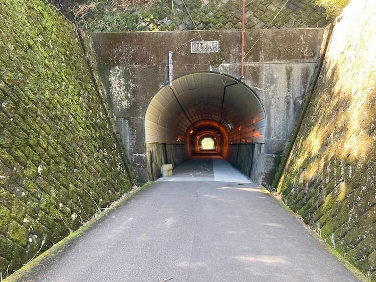 日本一周Nバン車中泊42日目 第2駐車場から本殿への参道から本殿へのトンネル