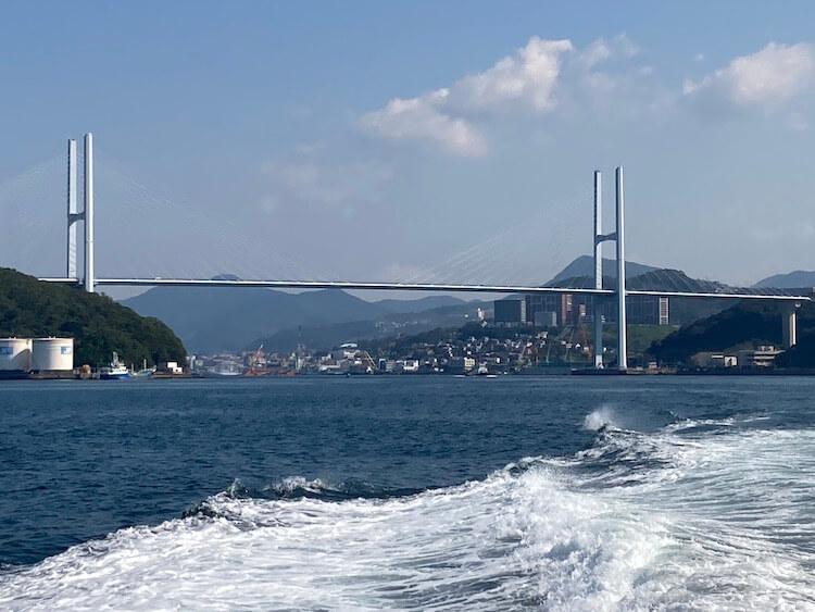 長崎行ったら絶対行くべし!軍艦島ツアーは軍艦島コンシエルジュのジュピター号から長崎女神大橋を望む