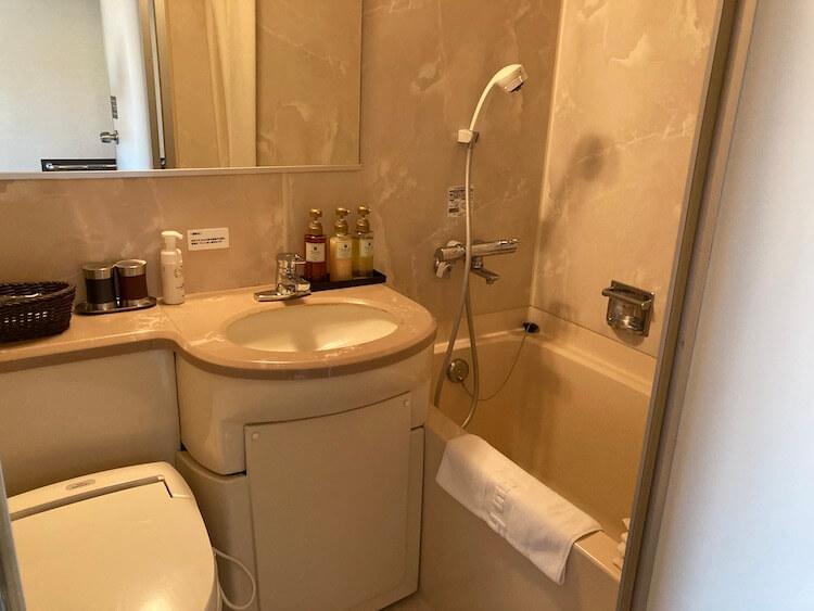 湯巡り日本一周Nバン車中泊45湯目 出島の湯ドーミーイン長崎新地中華街の客室内バスルーム