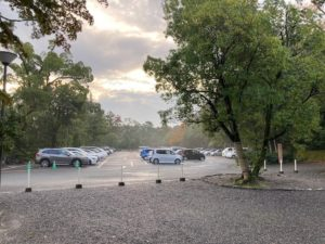日本一周Nバン車中泊51日目 伊勢神宮で立皇詞の礼の神事に遭遇!無料の外宮第2駐車場は朝7時の割に車が多い。