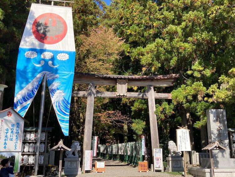 サッカー日本代表のエンブレムにもなっている八咫烏(ヤタガラス)で有名な熊野本宮大社