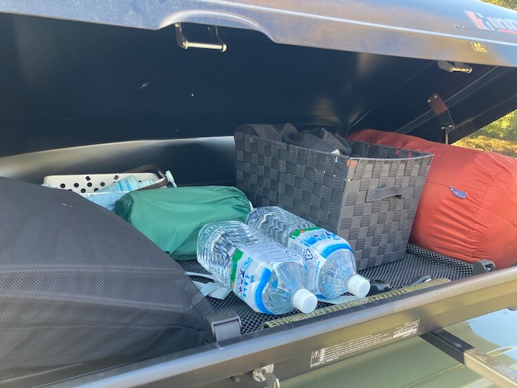 最強の車中泊軽自動車 Nバンにルーフボックスを載せてみた 選び方とメリット デメリットまとめ Nバンに載せてるINNOのルーフボックスの内部