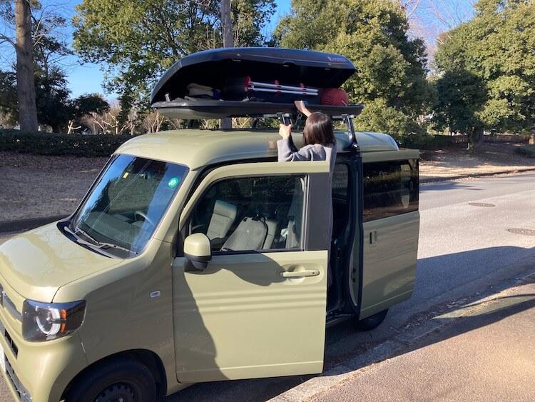 最強の車中泊軽自動車 Nバンにルーフボックスを載せてみた 選び方とメリット デメリットまとめ 女性だと荷物とりだすのに一苦労