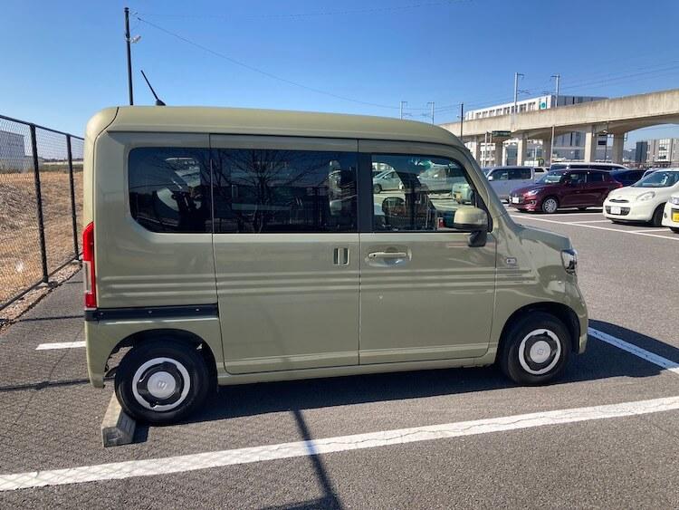 Nバンホイールはコレが正解!ホンダ純正センターキャップ装着 納車直後、ホンダ純正ホイールキャップ装着したままのN-van
