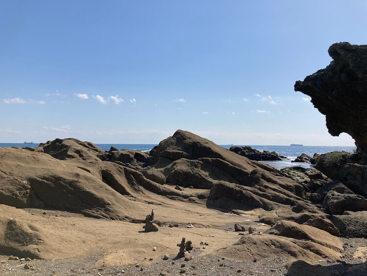 湯巡りNバン日本一周車中泊59日目 絵になる灯台No1 野島崎灯台周辺の遊歩道の奇岩