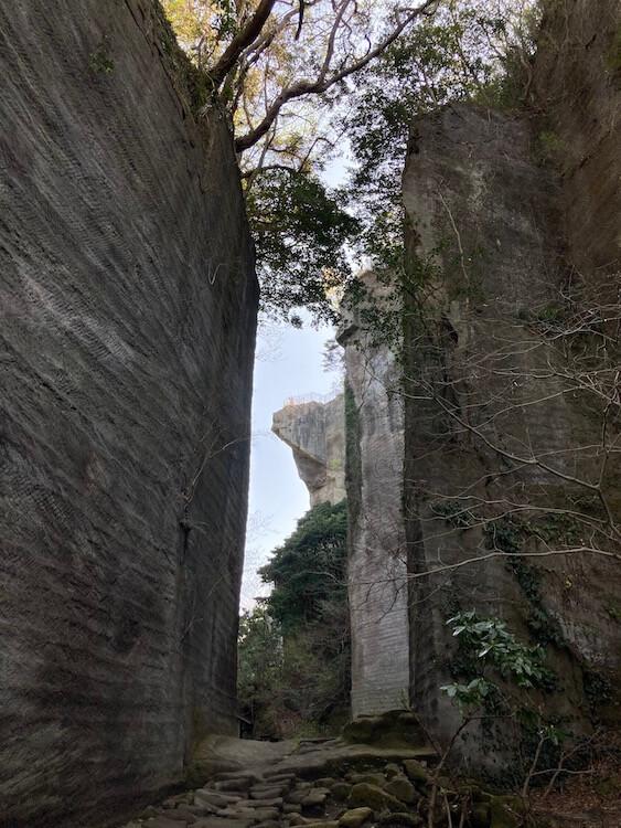 湯巡りNバン日本一周車中泊59日目 鋸山の写真をひたすらアップ 鋸山日本寺の千手観音に続く道