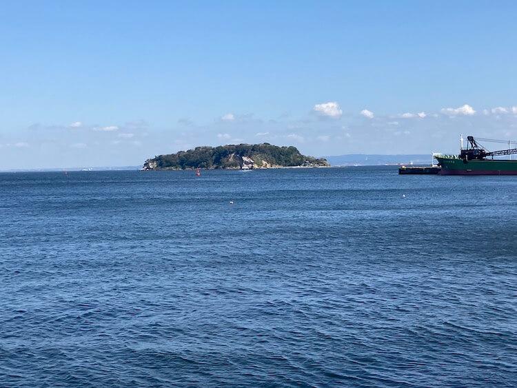 三笠公園から猿島を望む
