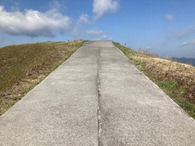 湯巡りNバン日本一周車中泊62日目 大室山で天空へ続く道を発見!