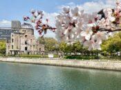 湯巡り日本一周Nバン車中泊 69湯目 宮浜紅まんさくの湯 桜の花と原爆ドーム