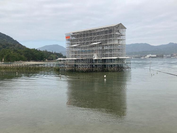 宮島の大鳥居は20年に一度の修復中