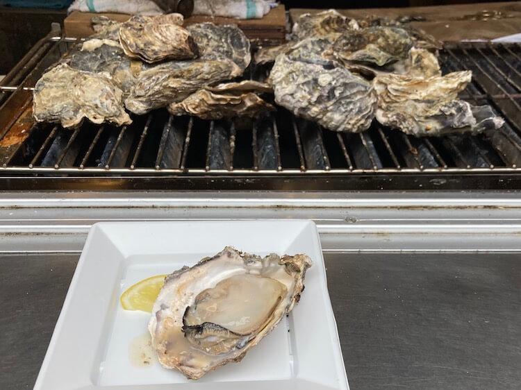 宮島表参道商店街の牡蠣