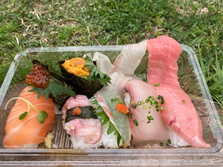 湯巡りNバン日本一周車中泊71日目 唐戸市場で買ったお寿司