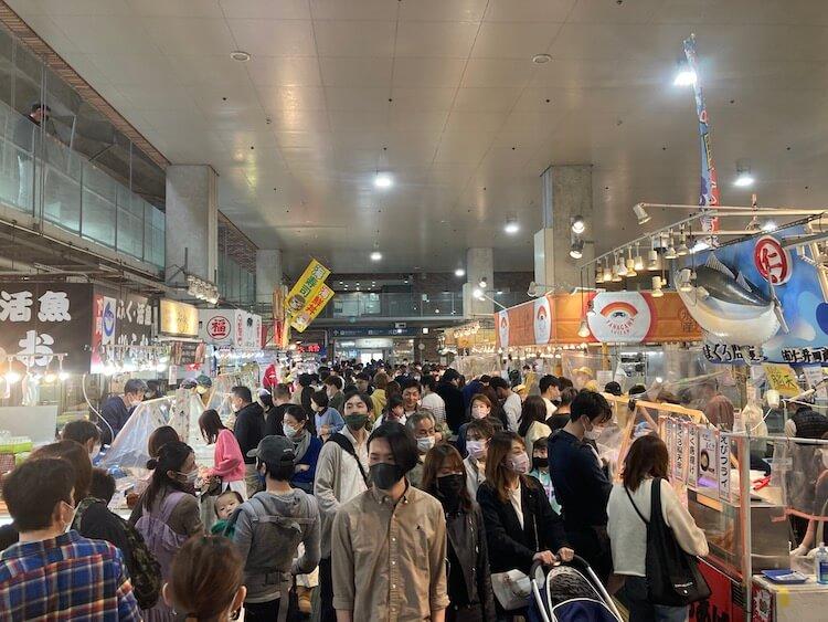 湯巡りNバン日本一周車中泊71日目 唐戸市場の人出
