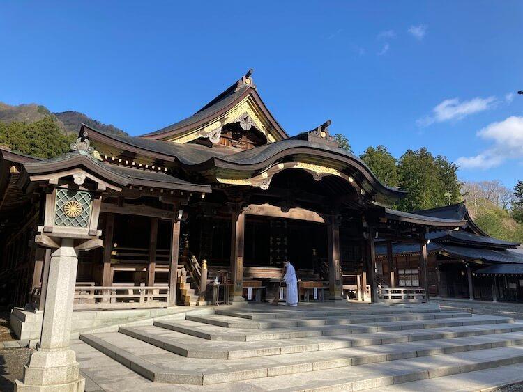 新潟随一のパワースポット弥彦神社の本殿