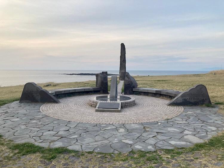 男鹿半島の尖端 北緯40度線上の入道埼灯台 北緯40度のモニュメント