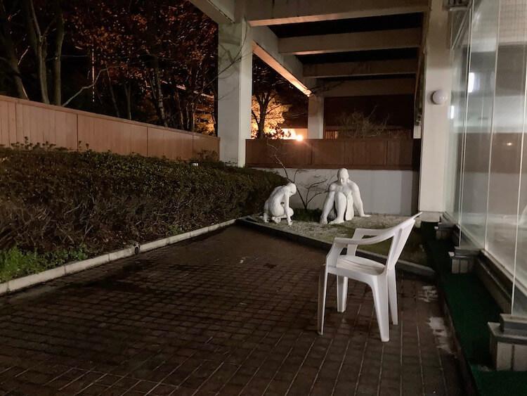 湯巡り日本一周Nバン車中泊 79湯目 大潟村温泉ボルダー潟の湯 謎の彫刻