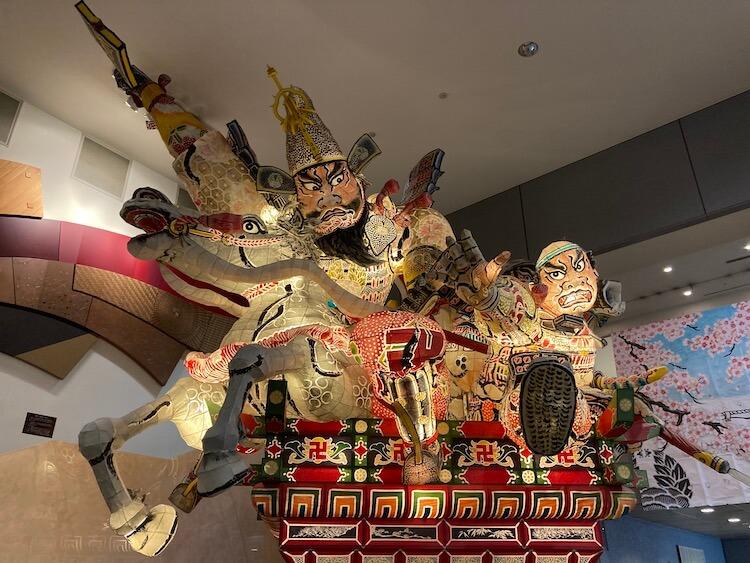 弘前観光コンベンション協会でお土産買ったら、ねぶた発見。