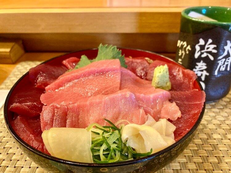大間に行ったらコレを食え!浜寿司とラーメン白樺の牛乳ラーメン。浜寿司の特上マグロ丼