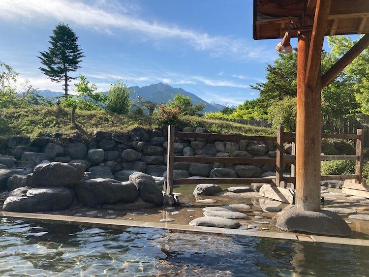 湯巡り日本一周Nバン車中泊 86湯目 アルプス温泉湯けむり屋敷 薬師の湯の露天風呂
