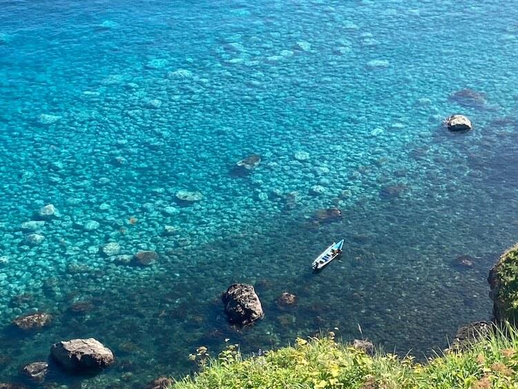 神威岬でドローン空撮に挑戦!!神威岩から神威岬を撮影。シャコタンブルーがすごい