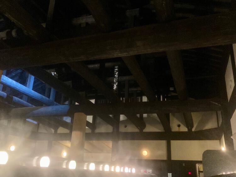湯巡り日本一周Nバン車中泊 92湯目 三笠天然温泉太古の湯 梁と柱は旅館顔負け