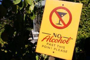 禁酒中の飲み会やパーティ、お酒を飲まずに切り抜ける4つの方法